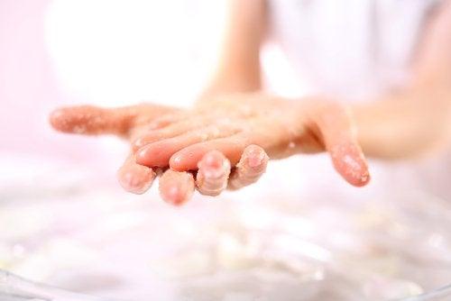 Nawilżanie skóry dłoni