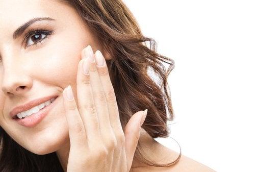 Twarz – 7 tricków, które pomogą Ci zachować piękną skórę