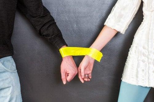 Złączone ręce