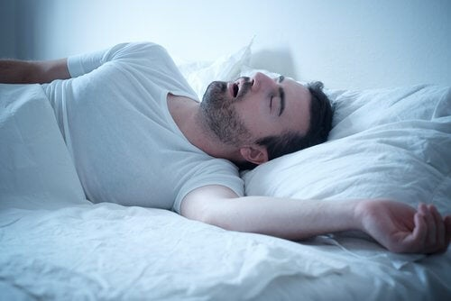 Śpiący mężczyzna