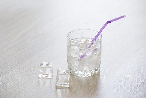 szklanka lodowatej wody na zmęczenie