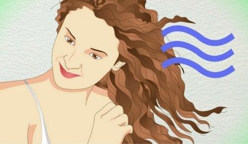 Włosy: 5 bezpiecznych sposobów na ich zakręcenie