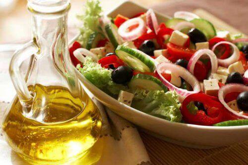 sałatka i oliwa - dieta dobra na serce