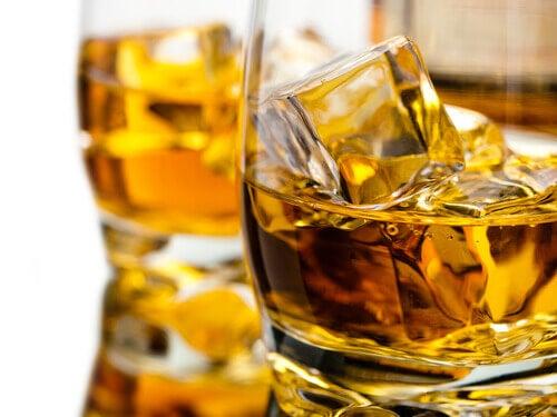 szklanka whisky a wątroba