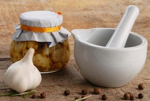 Naturalne remedium - miód czosnkowy