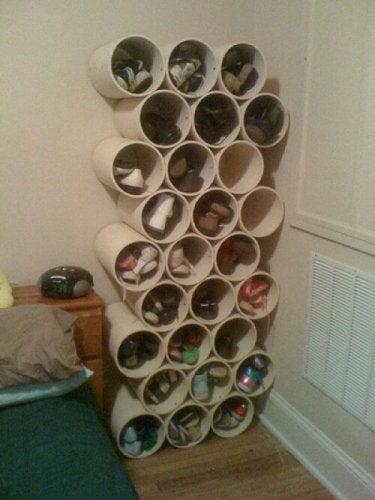 Stojak na buty wykonany z rur PCV