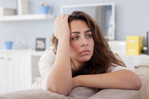 Smutna kobieta, niegotowa na nowy związek