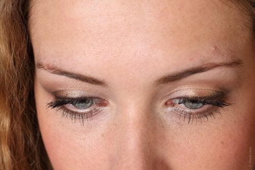 Smutne oczy kobiety