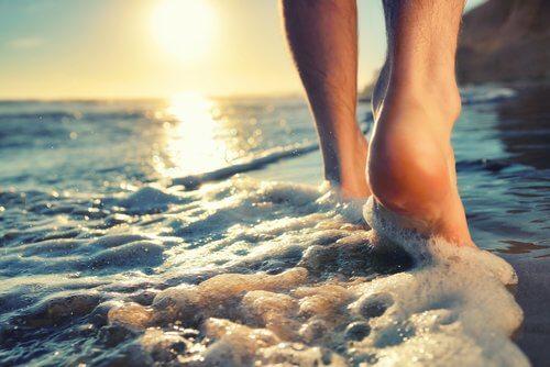 Spacer po plaży może powodować infekcje wirusowe