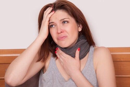Zapalenie gardła - kobieta straciła głos