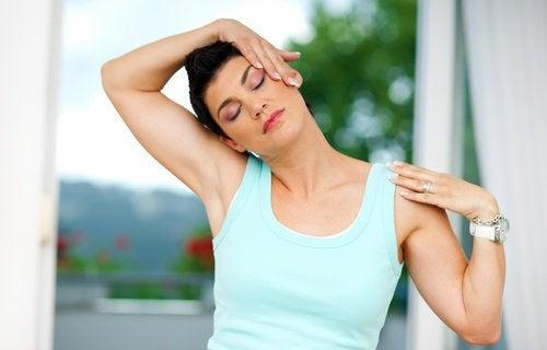 ćwiczenie głową na boki