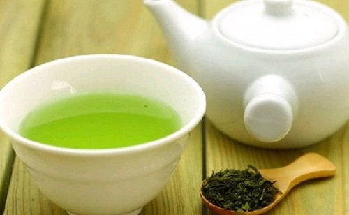 Filiżanka zielonej herbaty – jak i kiedy pić?