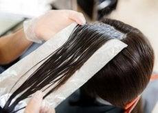 Folia aluminiowa w dbaniu o włosy
