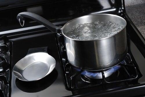 Garnek gotującej wody