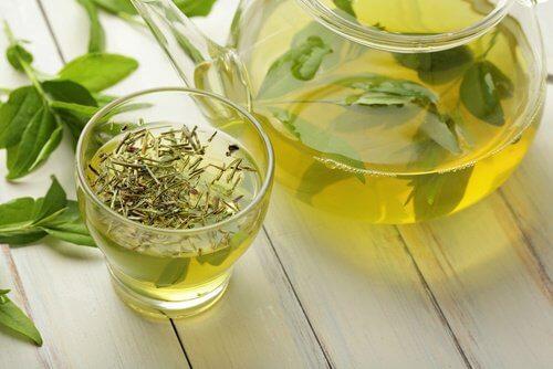 Szklanka herbaty zielonej