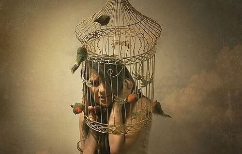 Kobieta w klatce
