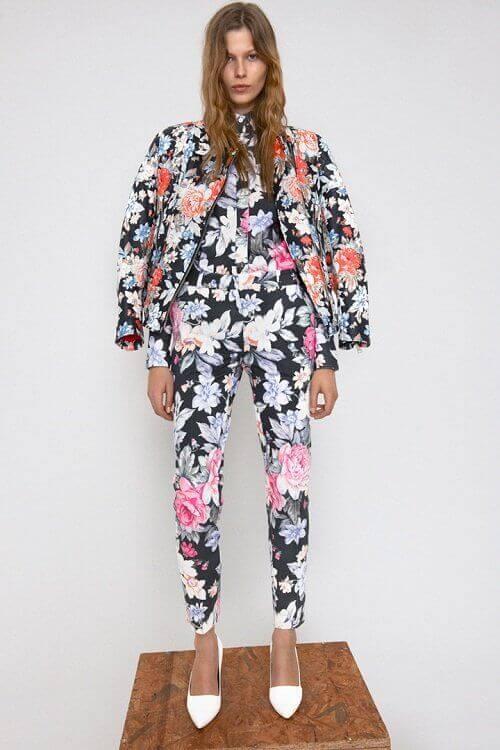 kwiatowe wzory na ubraniu