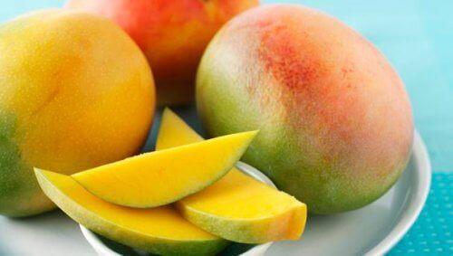 Te tropikalne owoce zawierają dużo antyoksydantów i zalecane są osobom na diecie.