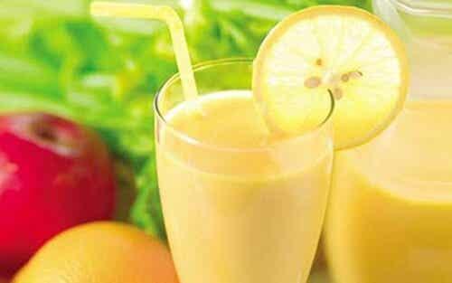Napój z jabłka, cytryny i pomelo doskonały na odchudzanie