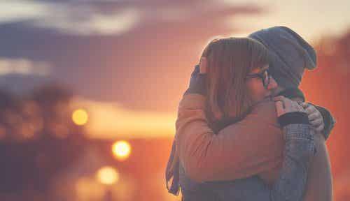 Przytulenie i wynikające z niego korzyści psychologiczne