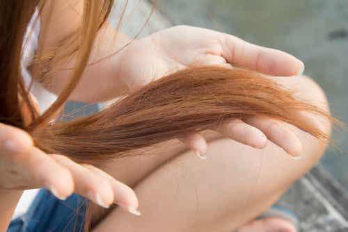 9 porad na rozdwajające się końcówki włosów