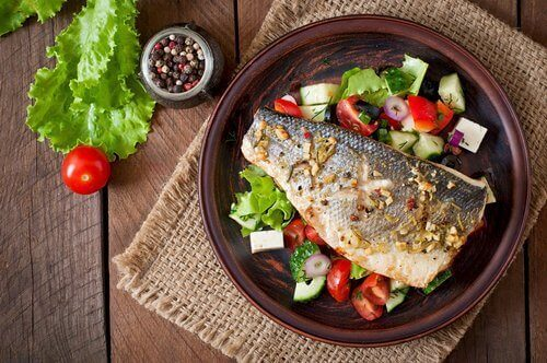 Ryba z sałatką