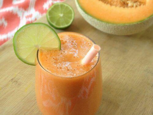 Smoothie z marchewki, melona oraz cytryny