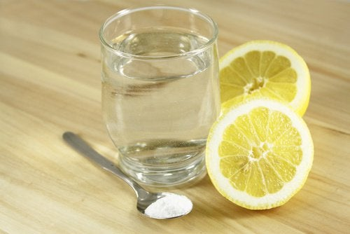 Woda z cytryną i solą