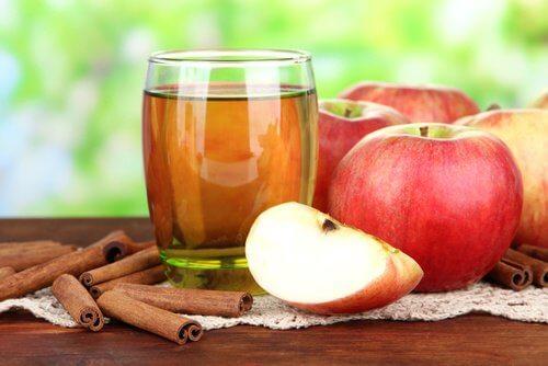 woda z jabłkiem i cynamonem