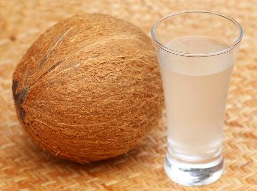 Przygotowywanie wody kokosowej
