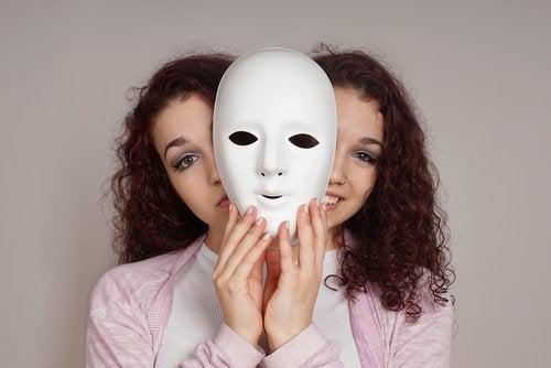 Kobieta o dwóch twarzach