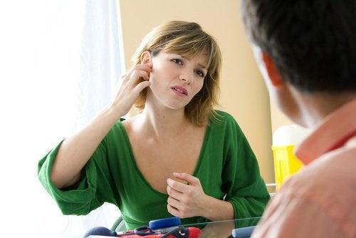 zapalenia ucha - kobieta u lekarza