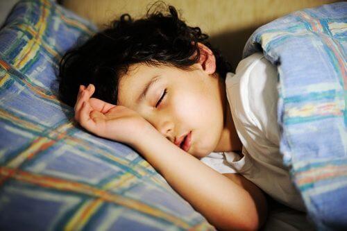 Niedobór snu w wieku przedszkolnym prowadzi do poważnych zaburzeń