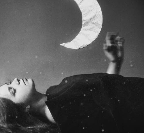 Kobieta i księżyc