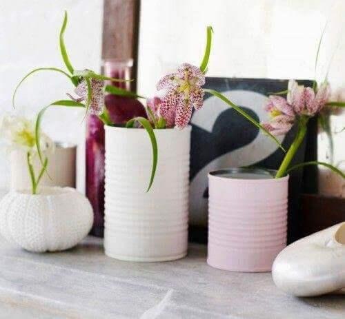 recykling puszek w formie doniczek na kwiaty