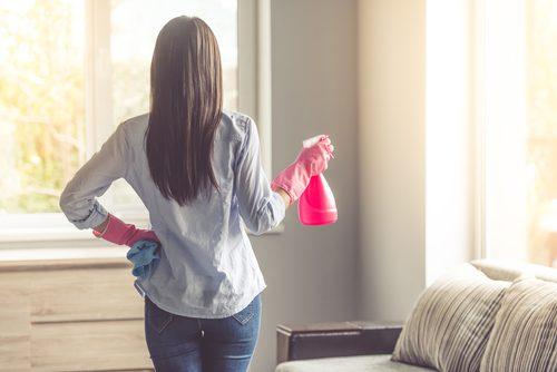 sprzątanie domu płyn czyszczący