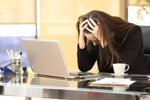Stresująca praca może powodować stres, niepokój i lęk