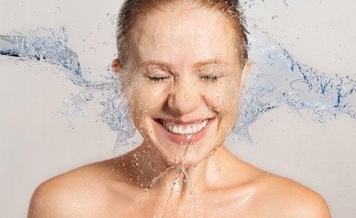 Twarz mycie wodą
