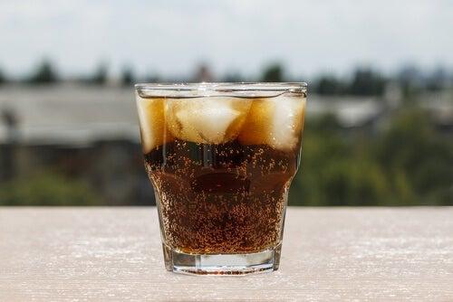 Cola z lodem