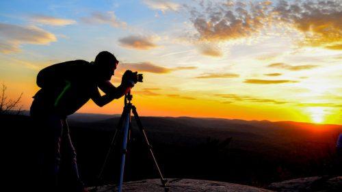 Fotograf i zachód słońca