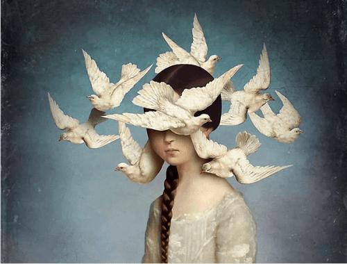 Gołębie wokół głowy jak myśli
