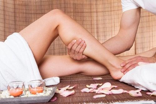 Masaż łydki poprawia krążenie krwi