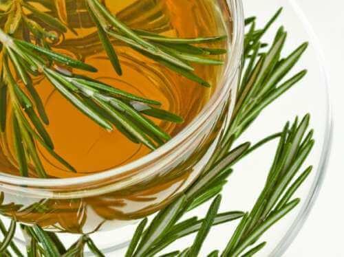 Herbata z rozmarynu na ból stawów
