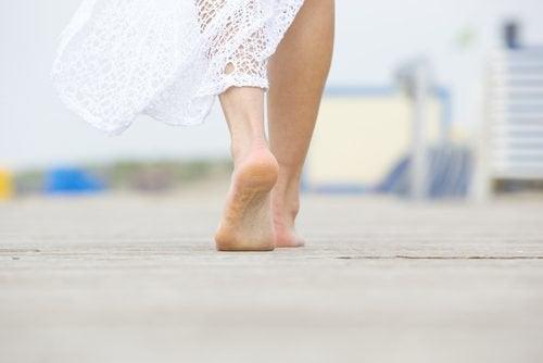 Kobiece stopy - spacer