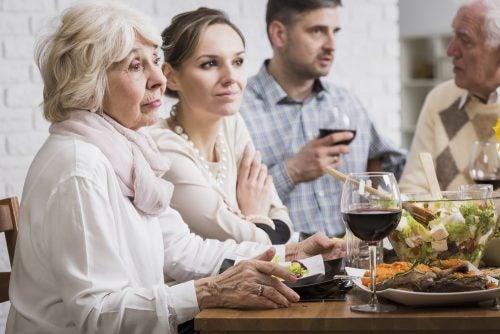 Spotkanie rodzinne przy stole