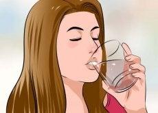 kobieta ze szklanka