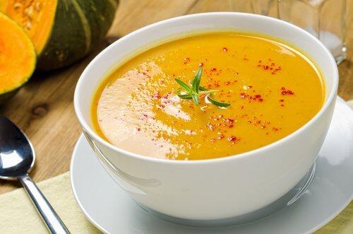 Niskokaloryczna zupa z dyni