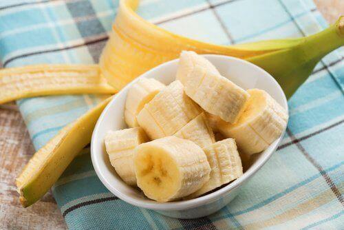 Pokrojony na kawałki banan