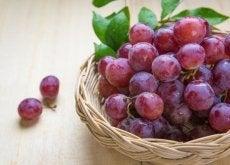 Ciemne winogrona