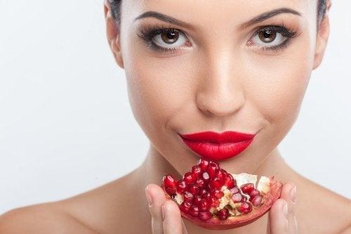 Kobieta i owoce